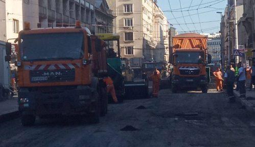 Radnici skidaju asfalt u Vasinoj ulici 6