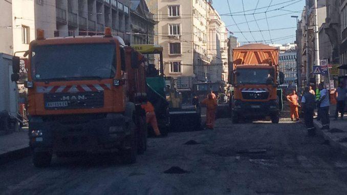 Radnici skidaju asfalt u Vasinoj ulici 1