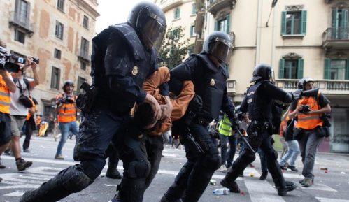 Na protestima u Kataloniji 128 privedenih, 270 policajaca povređeno 8
