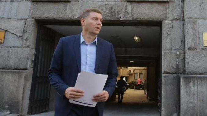 Zelenović podneo žalbu povereniku, traži podatke o nabavci za obnovu Trga Republike 1