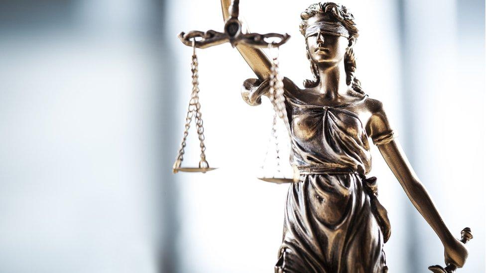 Pravda je možda slepa, ali i sudije su ljudi