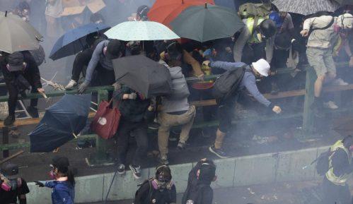Vlada Kine podržala policiju Hongkonga koja se sukobljava s demonstrantima 3
