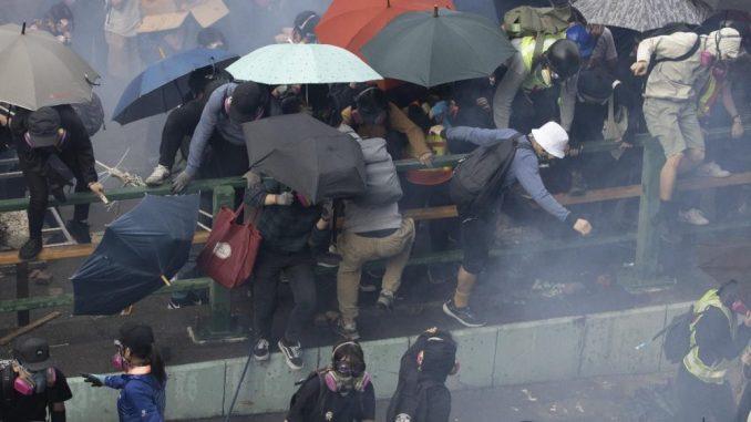 Više od 6.000 hapšenja tokom šest meseci antivladinih protesta u Hongkongu 2