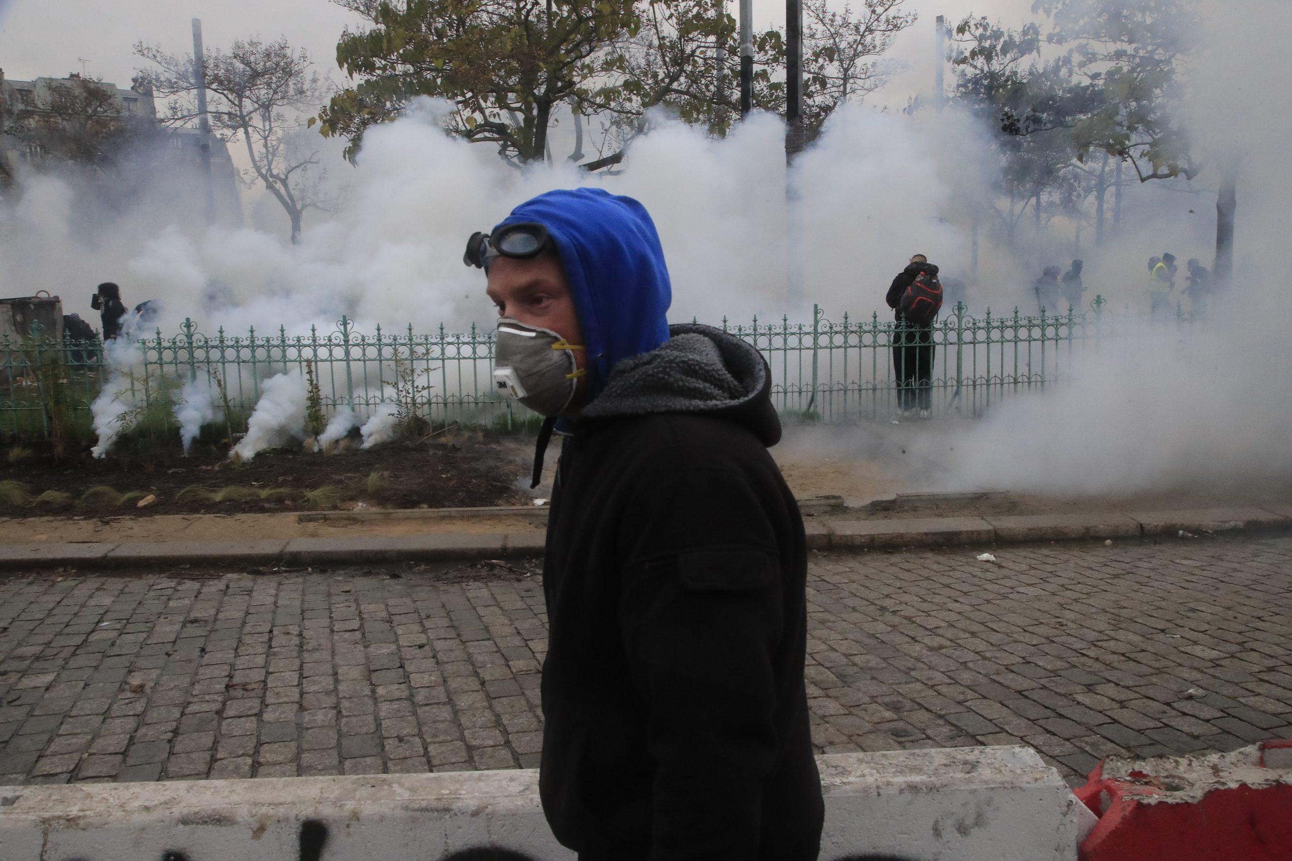 Skoro 130 privedenih tokom protesta Žutih prsluka u Parizu (FOTO) 4