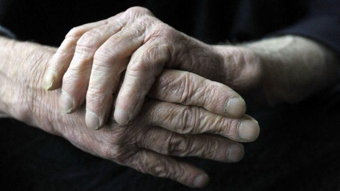Negovatelji dementnih ukućana u Srbiji: Nevidljivi za sistem, neophodni za život 4