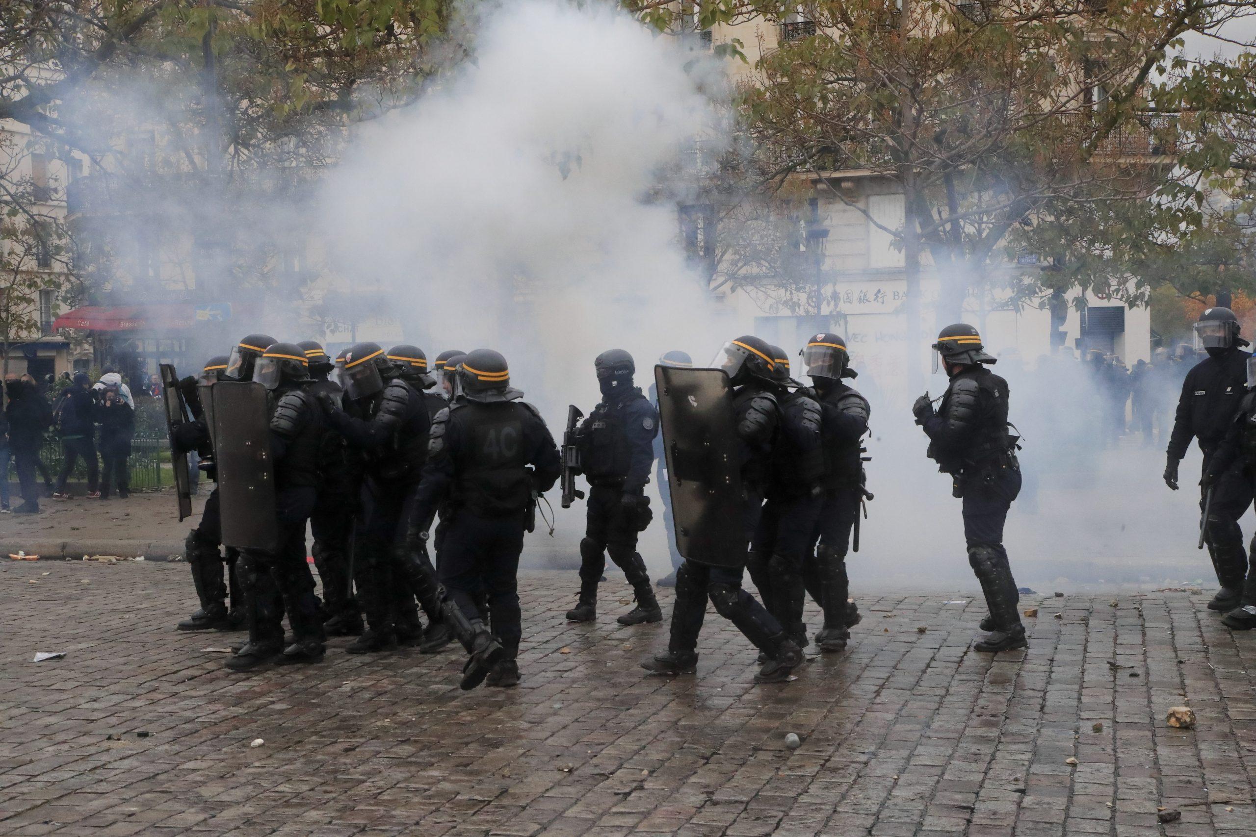 Skoro 130 privedenih tokom protesta Žutih prsluka u Parizu (FOTO) 2