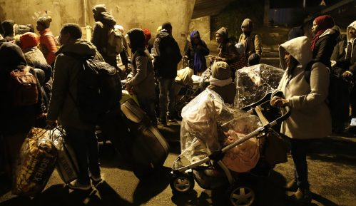 Policija evakuisala 1.600 migranata iz kampova u Parizu 5