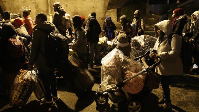 Policija evakuisala 1.600 migranata iz kampova u Parizu 1