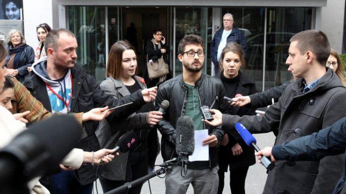 'Jedan od pet miliona' pita ko su bili ljudi u kordonima ispred RTS-a u vreme intervjua s Vučićem 1