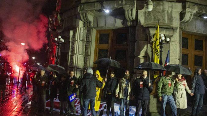 Ne da(vi)mo Beograd formirala 'živi lanac' oko zgrade Vlade Srbije 4