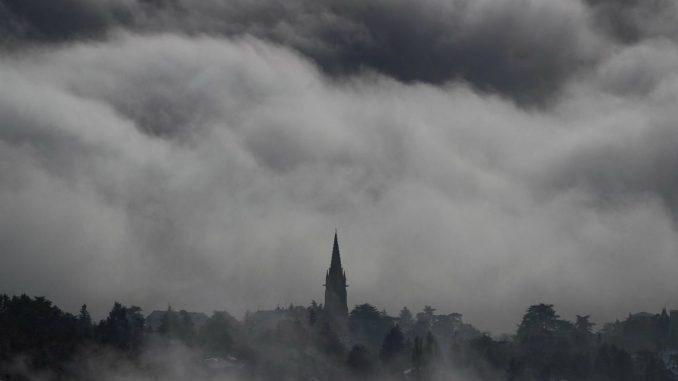 Zbog jakog snega u Francuskoj jedan mrtav, prekidi struje 1