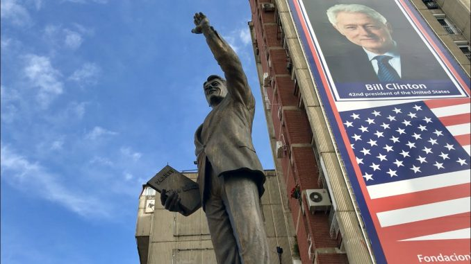 Spomenici u Prištini podignuti posle proglašenja nezavisnosti (VIDEO) 8