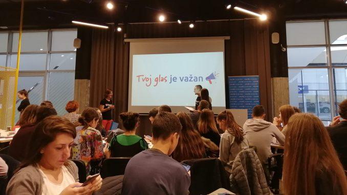 Predstavljena U-Report platforma: Mladi dobili priliku da utiču na institucije 13
