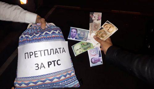 Omladina Narodne stranke platila pretplatu za RTS novčanicama sa likom Bujoševića 13