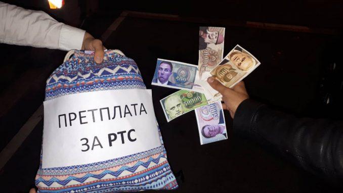 Omladina Narodne stranke platila pretplatu za RTS novčanicama sa likom Bujoševića 4