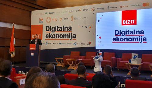 """Robot """"Radmila"""" pozdravio učesnike konferencije Bizit """"Digitalna ekonomija"""" 3"""