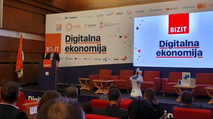 """Robot """"Radmila"""" pozdravio učesnike konferencije Bizit """"Digitalna ekonomija"""" 1"""