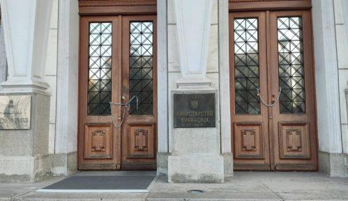 Ne davimo Beograd: Lancima smo zaključali ministarstvo da Mali ne može da uđe (VIDEO) 2