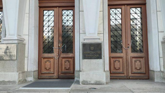 Ne davimo Beograd: Lancima smo zaključali ministarstvo da Mali ne može da uđe (VIDEO) 4