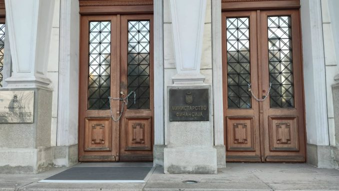 Ne davimo Beograd: Lancima smo zaključali ministarstvo da Mali ne može da uđe (VIDEO) 3