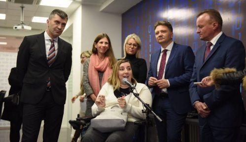 Đorđević obišao polaznike programa prekfalifikacije osoba sa invaliditetom za IT 12