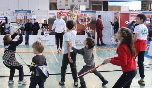 Sajam sporta: Kecmanović igrao mini tenis sa mališanima 7