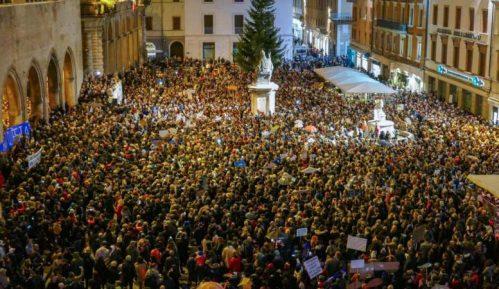 Nekoliko desetina hiljada ljudi pokreta Sardine na skupu protiv Salvinija 15