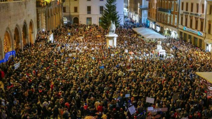 Nekoliko desetina hiljada ljudi pokreta Sardine na skupu protiv Salvinija 2