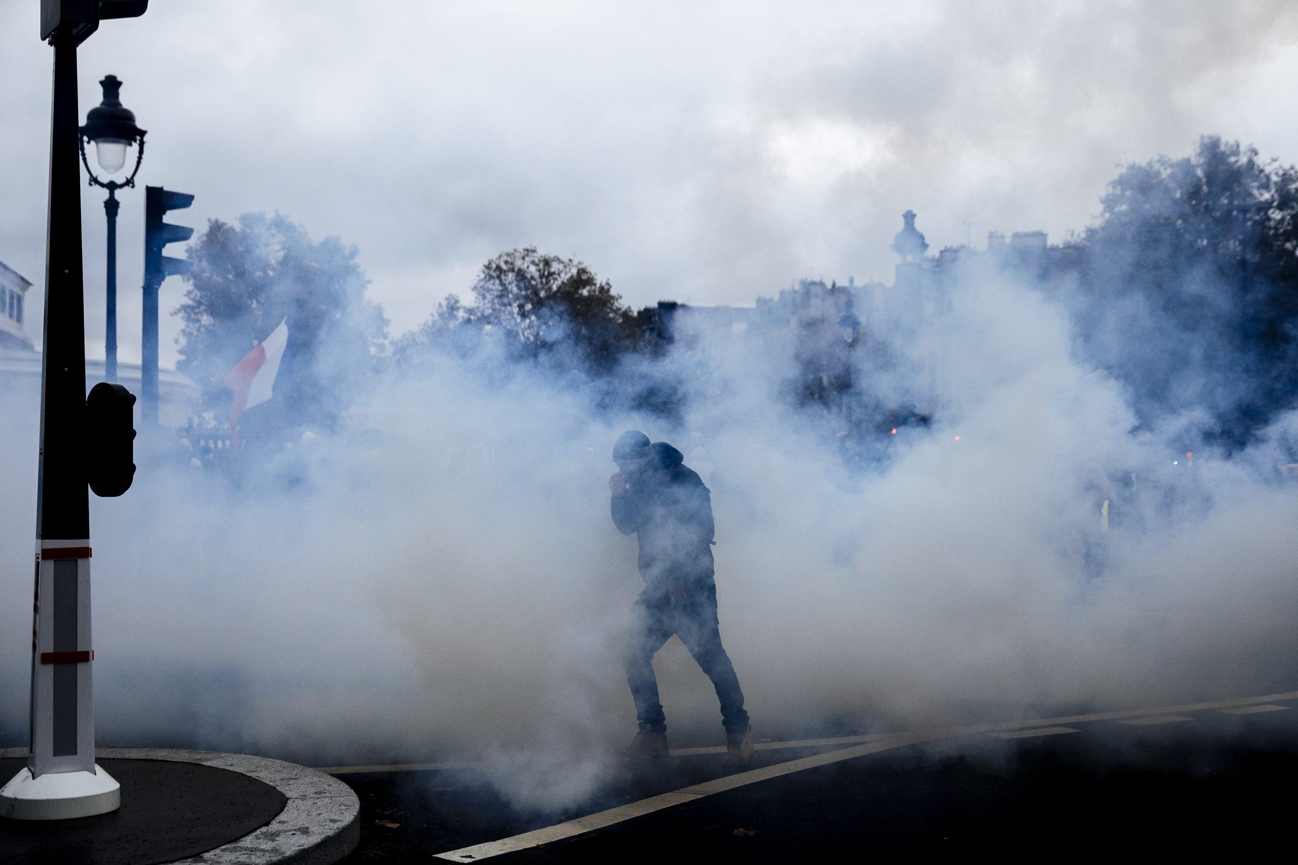 Skoro 130 privedenih tokom protesta Žutih prsluka u Parizu (FOTO) 5