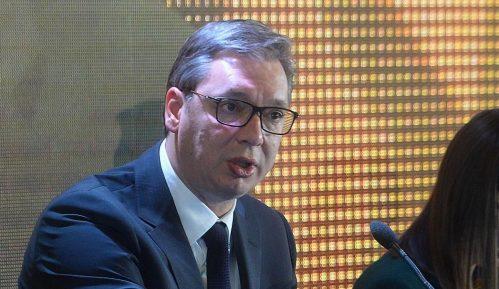 Više od trećine ukupnog vremena na televizijama sa nacionalnom frekvencijom posvećeno Vučiću 13