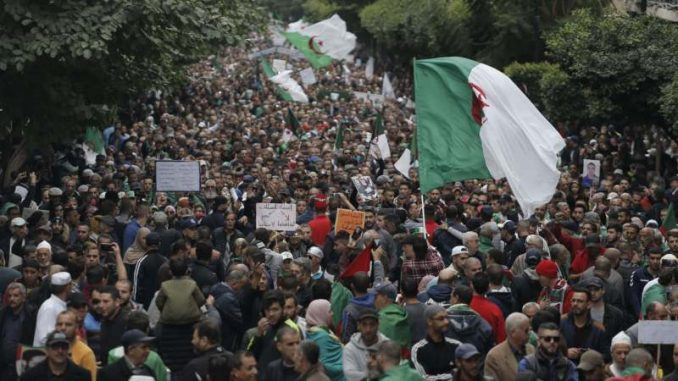U Alžiru uhapšeno 30 demonstranata koji se protive izborima 4
