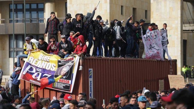 Kolumbijski predsednik naredio policijski čas u Bogoti 1