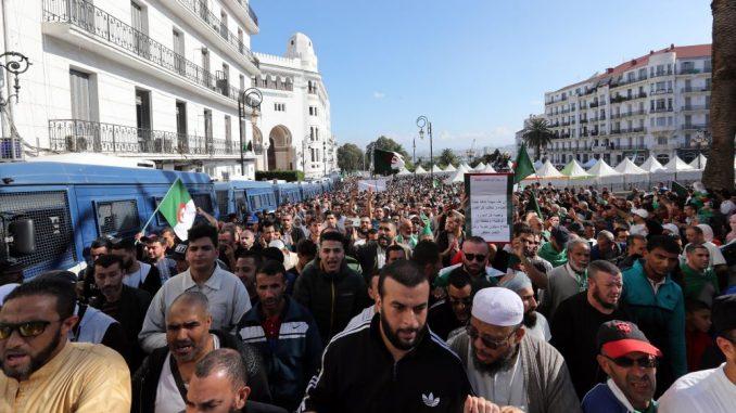 Alžirci ponovo na protestu protiv održavanja predsedničkih izbora 1