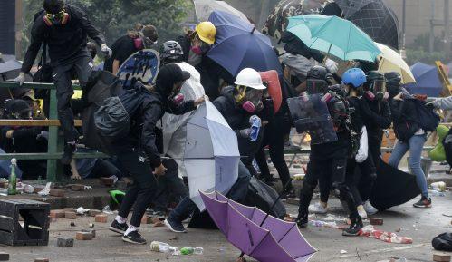 Spektakularno bekstvo demonstranata koje je policija opsela u Hong Kongu 1