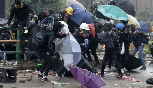 Spektakularno bekstvo demonstranata koje je policija opsela u Hong Kongu 4