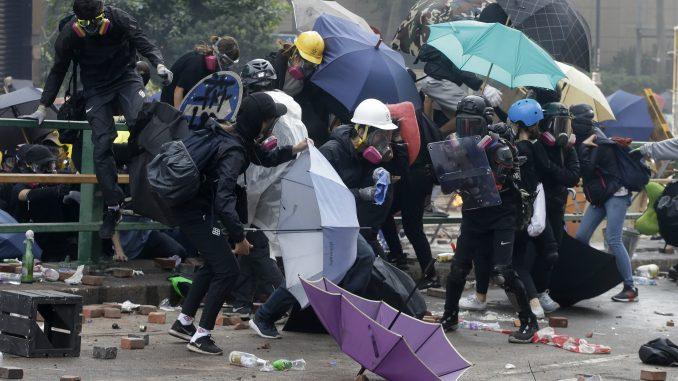 Spektakularno bekstvo demonstranata koje je policija opsela u Hong Kongu 2