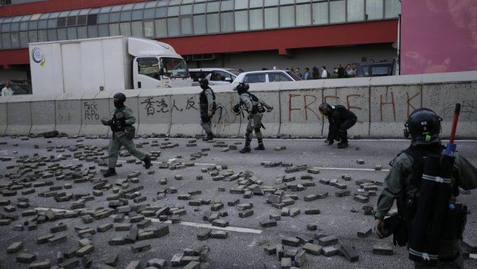 Policija pucala i ranila demonstranta u Hongkongu tokom blokade puteva 4