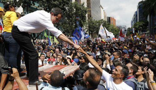 Nekoliko hiljada ljudi na protestu u Karakasu protiv predsednika Madura 12
