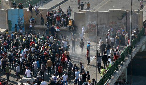 Demonstranti u Iraku blokirali puteve, zauzeli i treći važan most 3