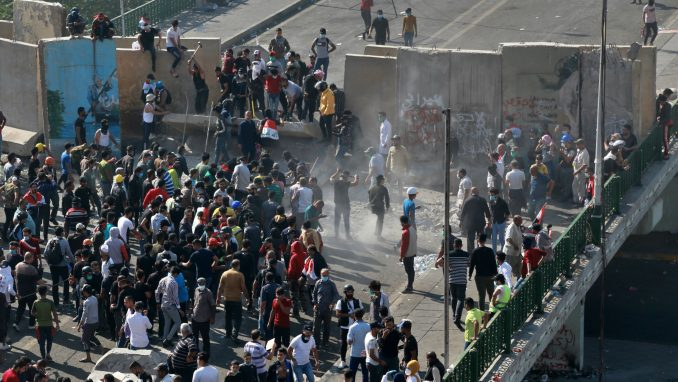 Demonstranti u Iraku blokirali puteve, zauzeli i treći važan most 4