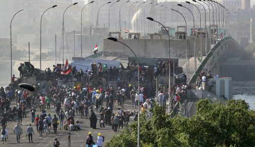 Demonstranti u Iraku preuzeli kontrlu nad centralnim trgom Bagdada 12