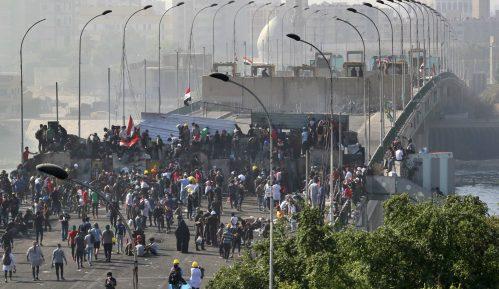 Demonstranti u Iraku preuzeli kontrlu nad centralnim trgom Bagdada 4