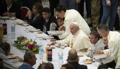Papa Franja ugostio 1.500 siromašnih i beskućnika na ručku u Vatikanu 11