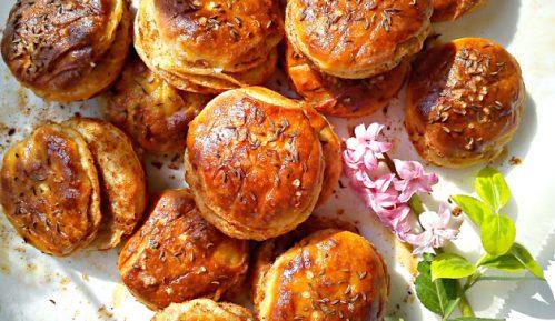 Recept nedelje: Pogačice sa sirom i čvarcima 10