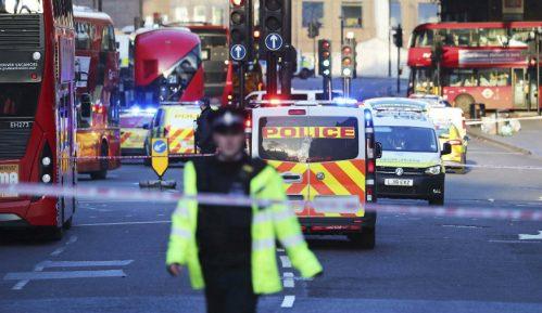 Napad nožem u Londonu proglašen za teroristički, napadač ubijen 11