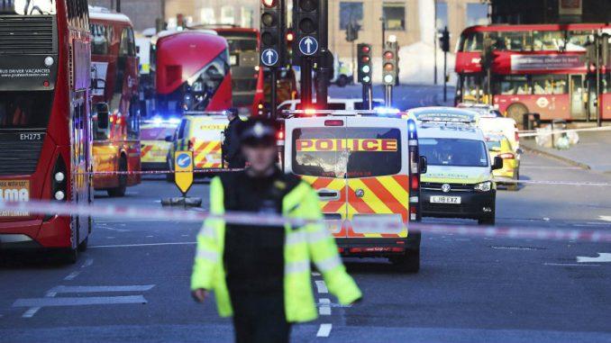 Napad nožem u Londonu proglašen za teroristički, napadač ubijen 5