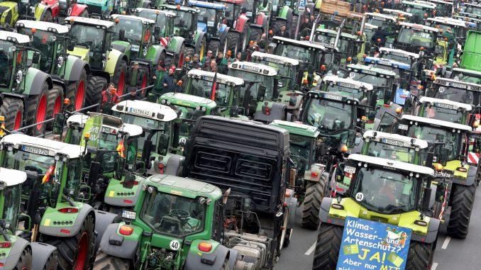 Protest nemačkih poljoprivrednika protiv ekološke politike 1