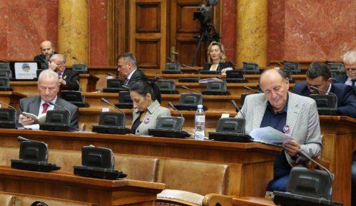 Poslanici hvale rad Vučića i Vlade Srbije i kritikuju naslovnu stranu NIN-a 13