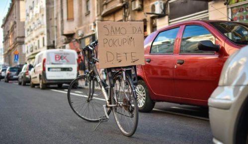 Za bicikliste i dalje neupotrebljiva biciklistička staza u Vasinoj ulici 14