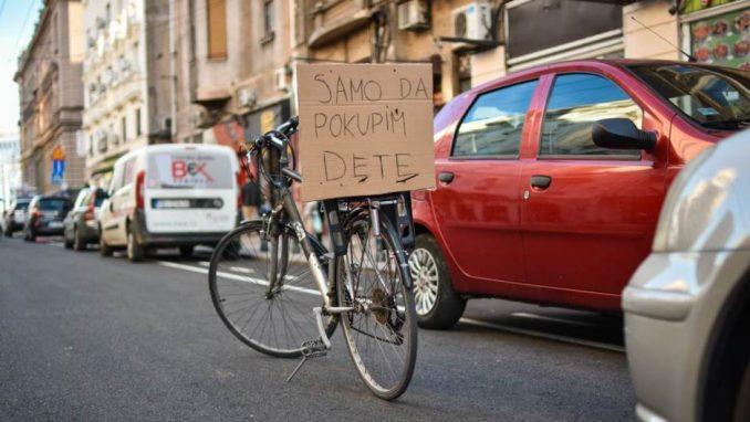 Za bicikliste i dalje neupotrebljiva biciklistička staza u Vasinoj ulici 1